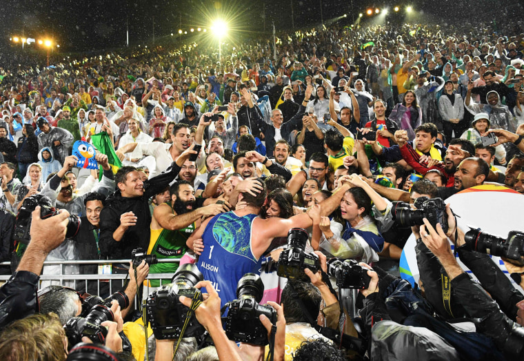 Image: TOPSHOT-BEACH VOLLEYBALL-OLY-2016-RIO-ITA-BRA