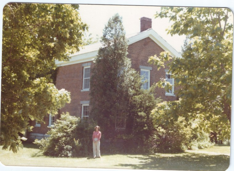 Picture of the childhood home of Circaoldhouses.com founder Elizabeth Finkelstein, before it was refurbished by her parents.