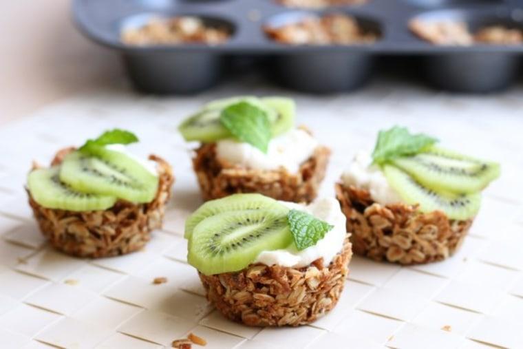 Crunchy oat granola cups