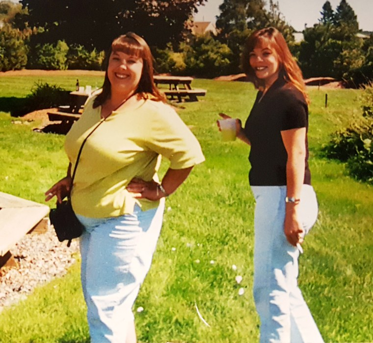 Woman loses almost 100 pounds and transformed herself from fat twin to fit twin.