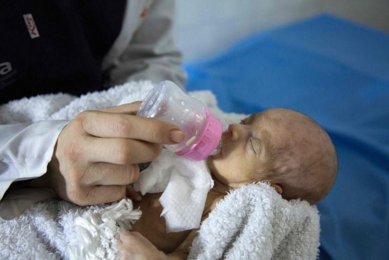 Image: SYRIA-CONFLICT-HOSPITAL-NEWBORN