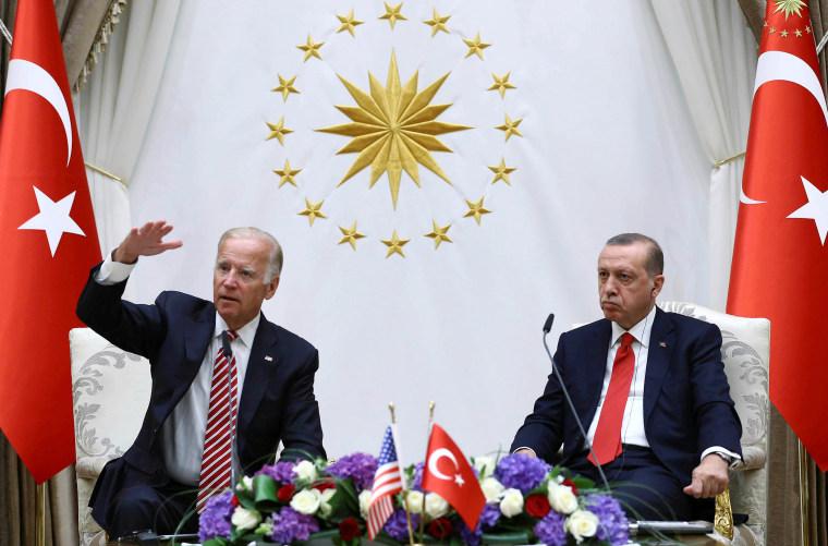 Image: U.S. Vice President Biden meets with Turkish President Erdogan at the Presidential Palace in Ankara