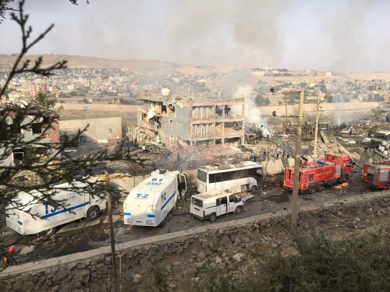 Image: Damaged police station in Cizre