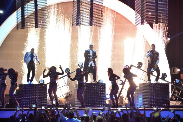 "Daddy Yankee Performing at Telemundo's Premios Tu Mundo ""Your World"" Awards"