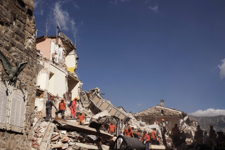 Image: Central Italy's earthquake: 2,100 people displaced in Civil Protection tents
