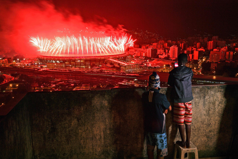 Image: Children from Mangueira favela watch fireworks over Maracana Stadium during the Rio 2016 Olympics Games closing ceremony