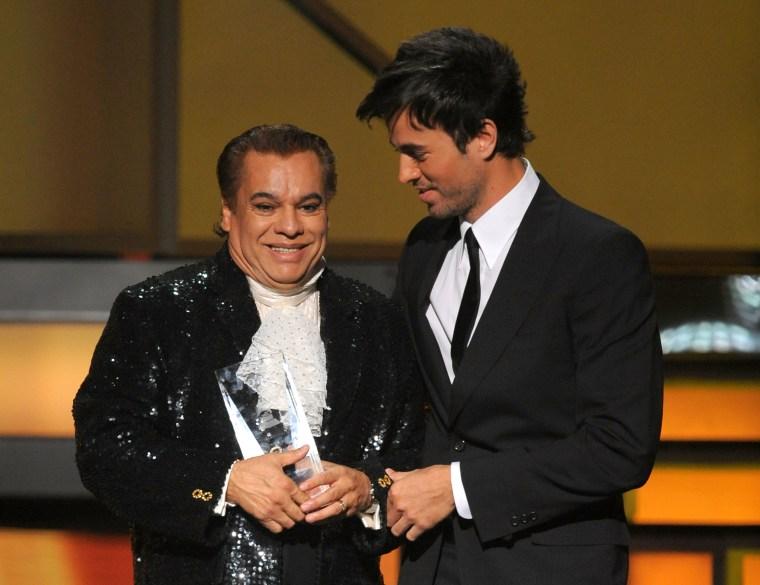 Singers Juan Gabriel and Enrique Iglesias
