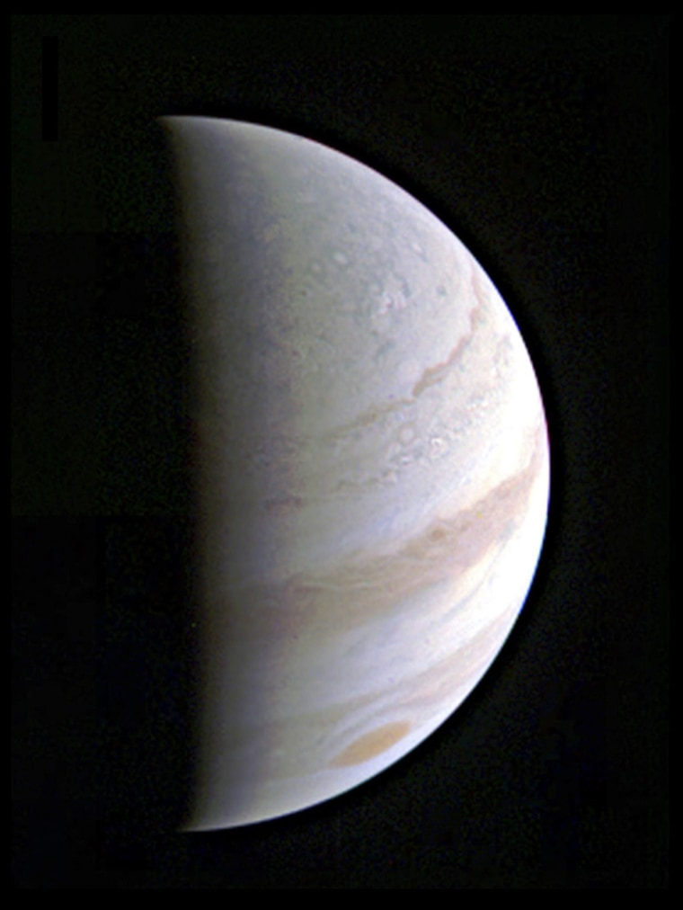 Image: The Juno space probe successfully completes first Jupiter flyby