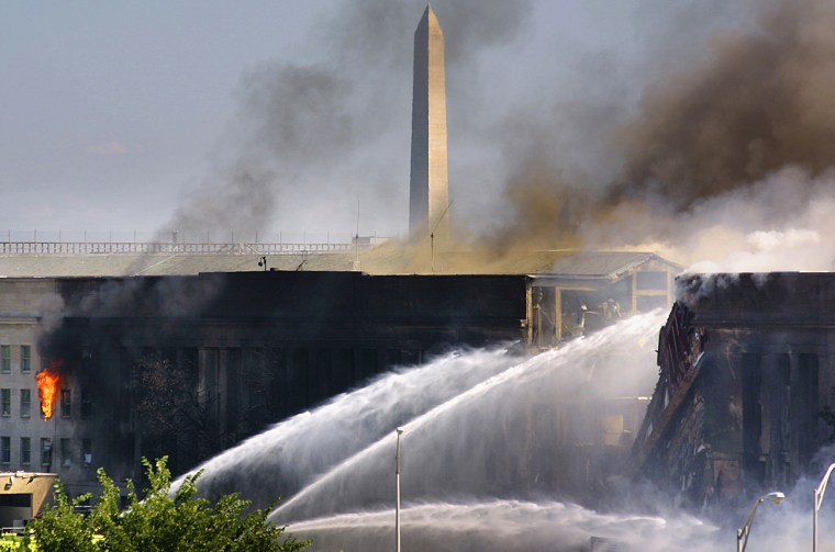 Image: THE PENTAGON IS ON FIRE AFTER AN AIRCRAFT CRASHED INTO IT