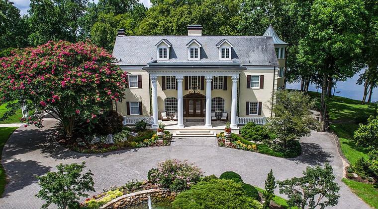 Reba McEntire's Tennessee home