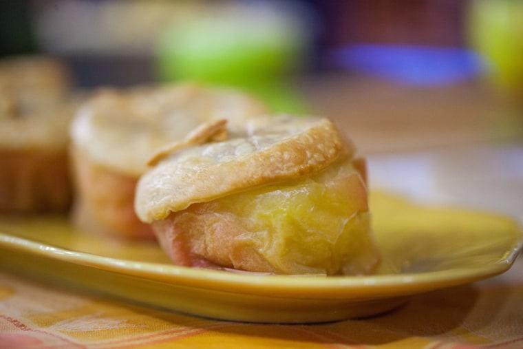 Fall food hacks: Baked apple pies