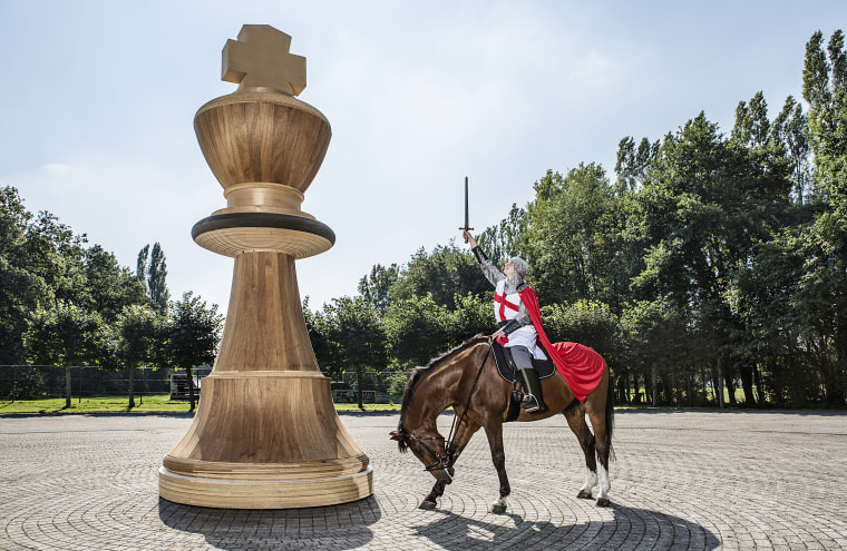 Largest chess piece