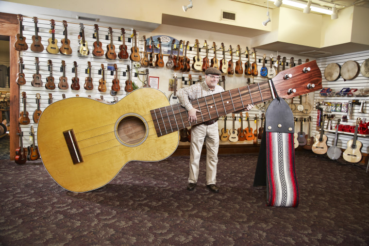 Lawrence Stump - Largest Ukelele