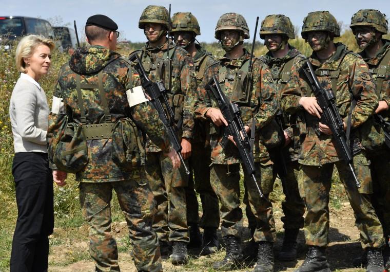 Image: German Defense Minister Ursula von der Leyen with troops on Aug. 9