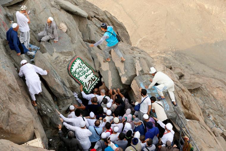 Image: Muslim pilgrims visit the Hera cave cave at the top of Mount Al-Noor
