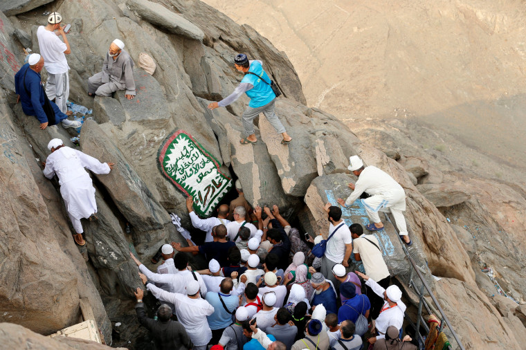 Image: Muslim pilgrims visit the Hera cave cave at the top of Mount Al-Noor