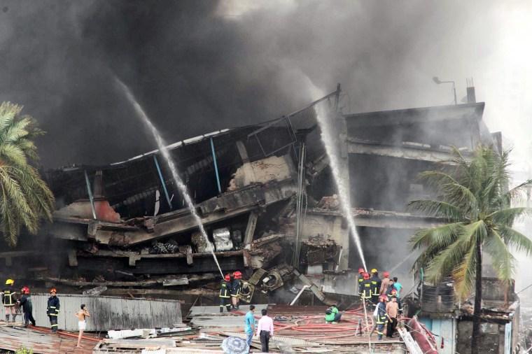 Image: Factory explosion kills 12 in Bangladesh