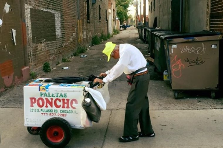 Fidencio Sanchez, 89, selling paletas in Chicago.