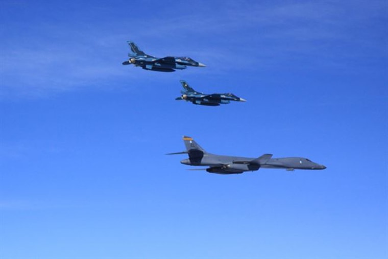 Image: U.S. B-1B bombers fly over South Korea