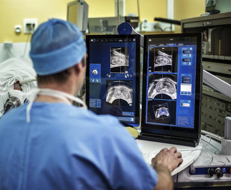 FRANCE-HEALTH-TECHNOLOGY-SURGERY-CANCER
