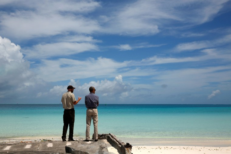 Image: Brown gives Obama a tour of the Papahanaumokuakea Marine National Monument on Midway Atoll