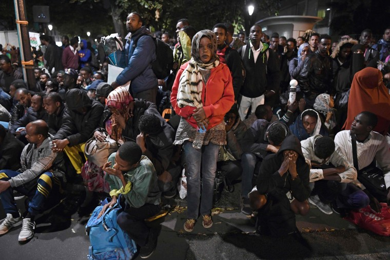 Image: Migrants are evacuated from a makeshift migrant camp in Paris