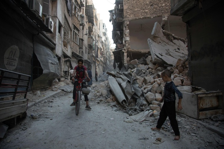 Image: Airstrike in Aleppo, Syria