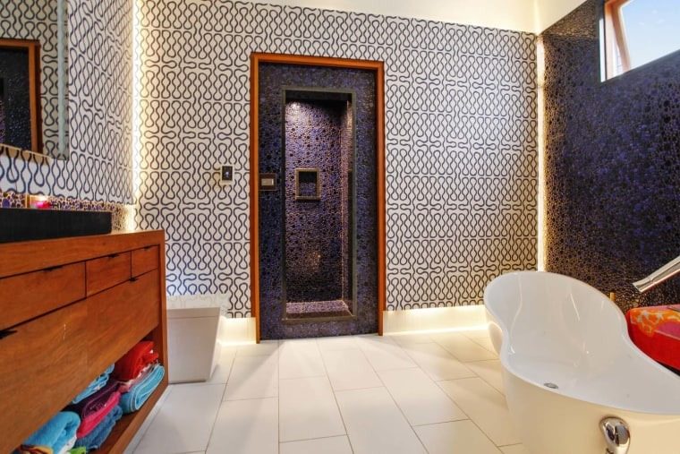 New Orlean's art house master bathroom