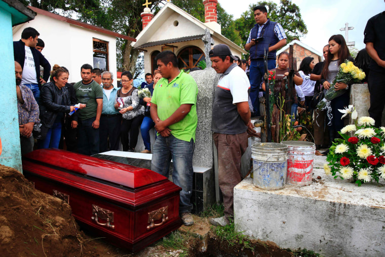 Image: Relatives and friends of Mexican journalist Aurelio Campos Cabrera during his funeral