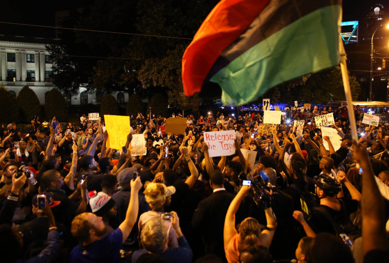 Image: Protesters rally in front of the police station during another night of protests over the police shooting of Keith Scott in Charlotte