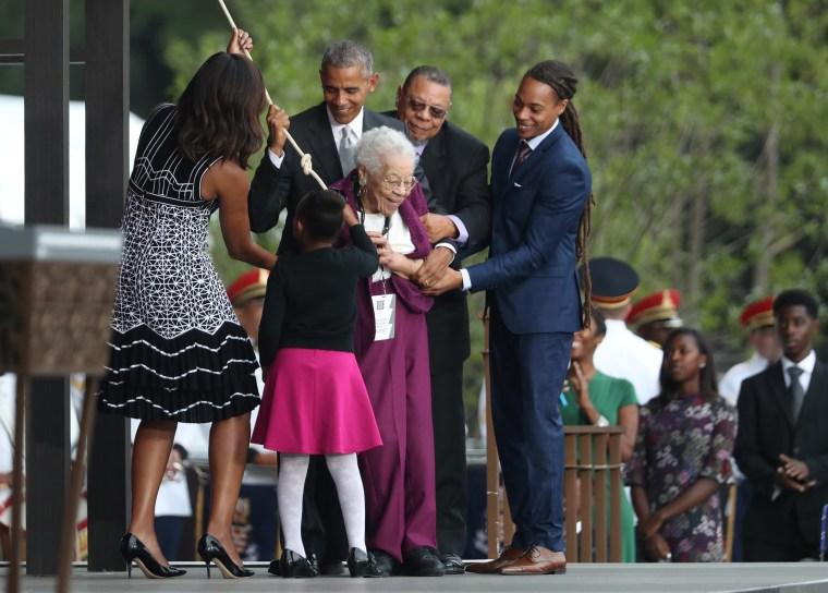 Image: Barack Obama, Michelle Obama, Ruth Odom Bonner