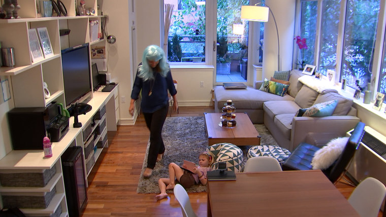 Watch 2 moms try EVERYTHING to distract their girls from their iPads