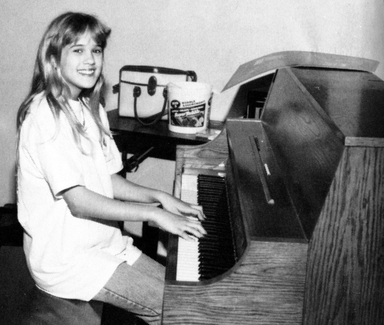 Carrie Underwood 6th Grade 1995