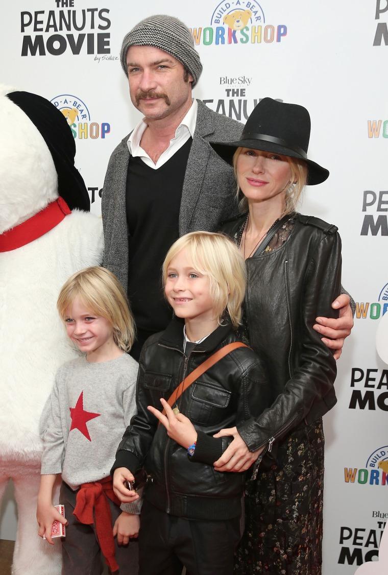 Liev Schreiber, Naomi Watts, (front row L-R) Samuel Kai Schreiber and Alexander Pete Schreiber