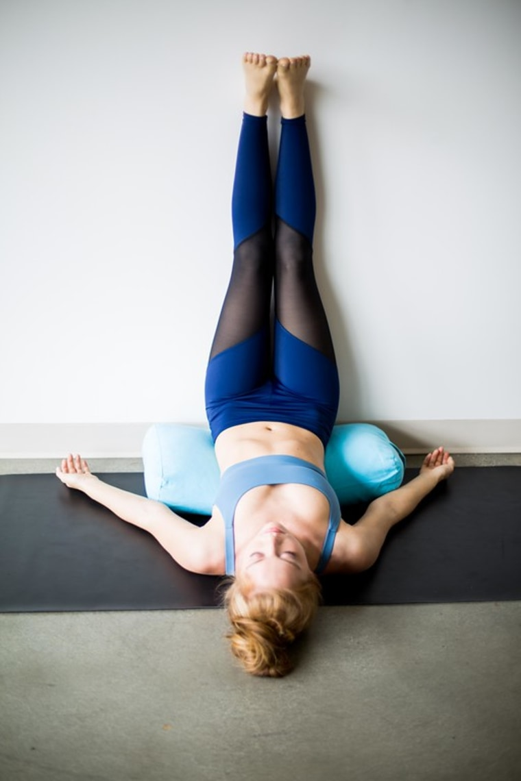 5 yoga poses to do before bed