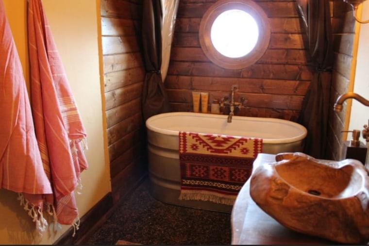 Hobbit house on airbnb bathroom