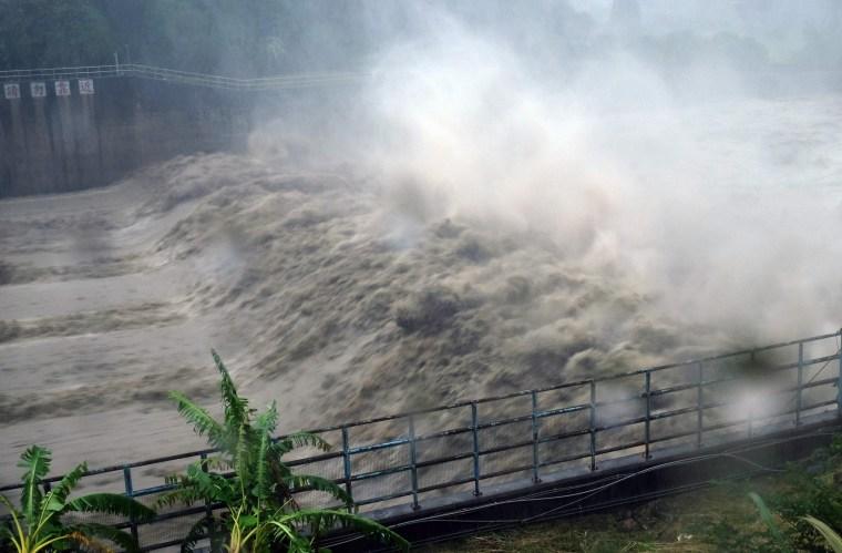 Image: Typhoon Megi hits Taiwan