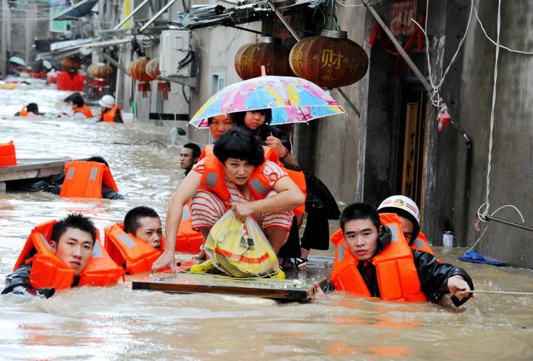 Image:CHINA-WEATHER-TYPHOON