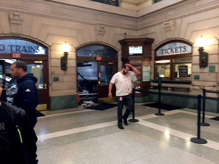 Image: New Jersey Transit train derailed