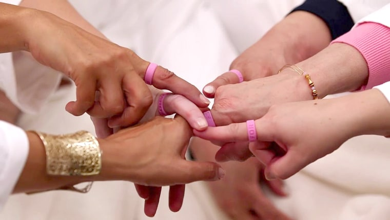 Hoda Kotb surprises women battling cancer w/spa day