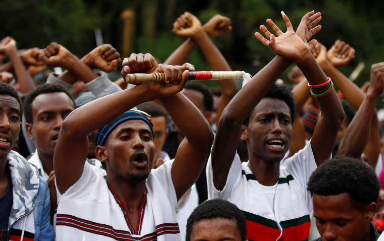Image: Demonstrators chant slogans while flashing the Oromo protest gesture during Irreecha, the thanksgiving festival of the Oromo people, in Bishoftu town, Oromia region, Ethiopia