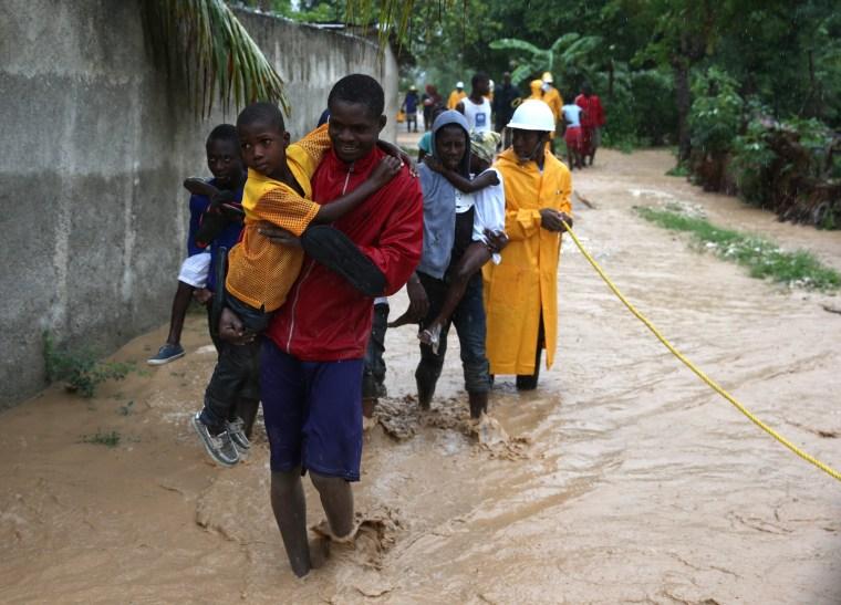 Image: Hurricane Matthew hits Haiti