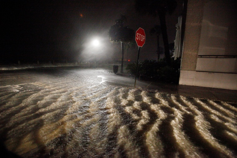 Image: Storm surge and rainwater begin to inundate King Steet at the southern-most tip of the city as Hurricane Matthew arrives in Charleston, South Carolina