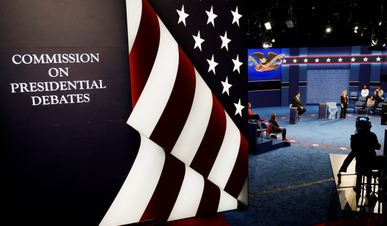 Image: Students playing the roles of the candidates go through a rehearsal for the second 2016 U.S. presidential debate