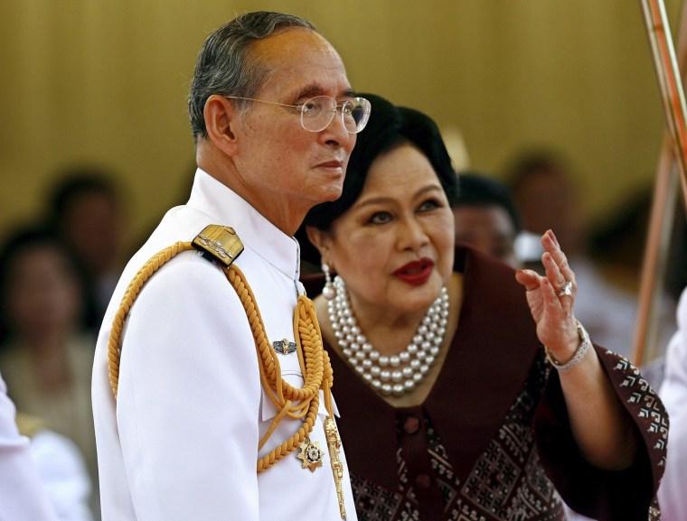 Image: Thai King Bhumibol Adulyadej dies