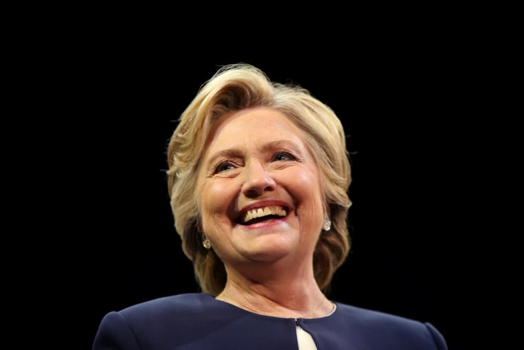 Image: U.S. Democratic presidential nominee Hillary Clinton smiles as she greets the crowd at a fundraiser in San Francisco