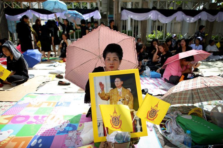 Image: Thai King Bhumibol Adulyadej dies at age 88