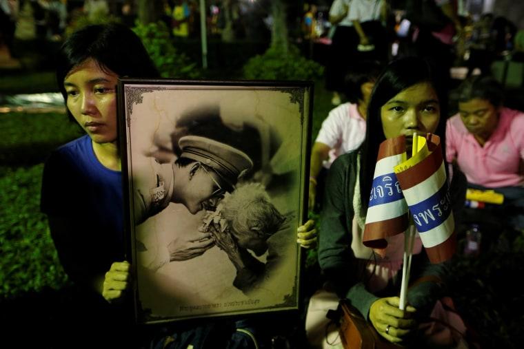 Image: Thailand's King Bhumibol Adulyadej Dies At 88