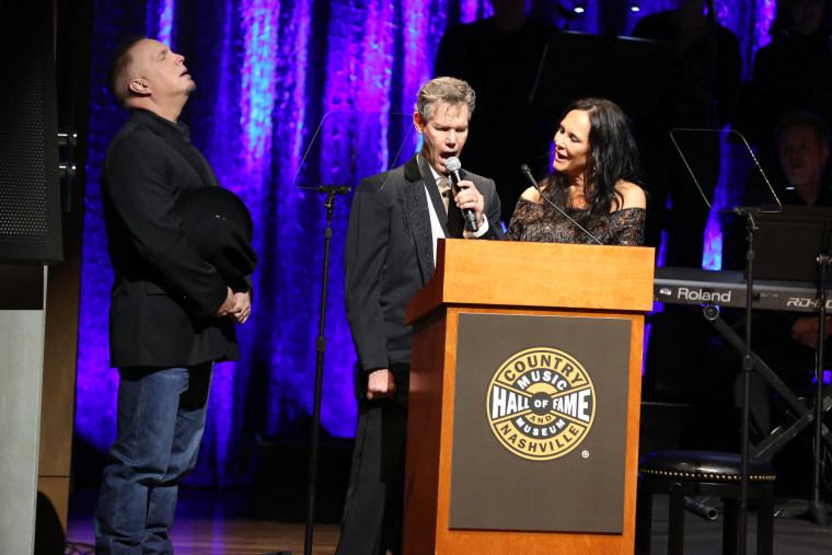 IMAGE: Garth Brooks, Randy Travis and Mary Davis-Travis