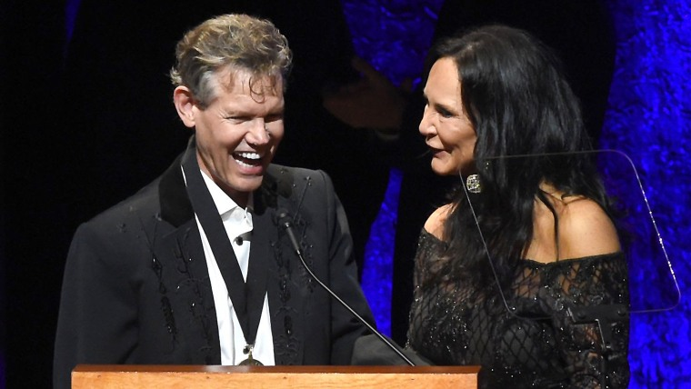 Randy Travis sings 'Amazing Grace' with wife Mary Davis